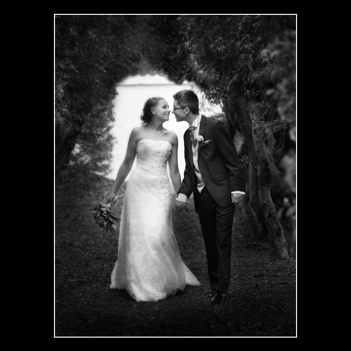 FB Connie og Martin midnight walking before kiss foto fotograf Peter Dahlerup Fredensborg