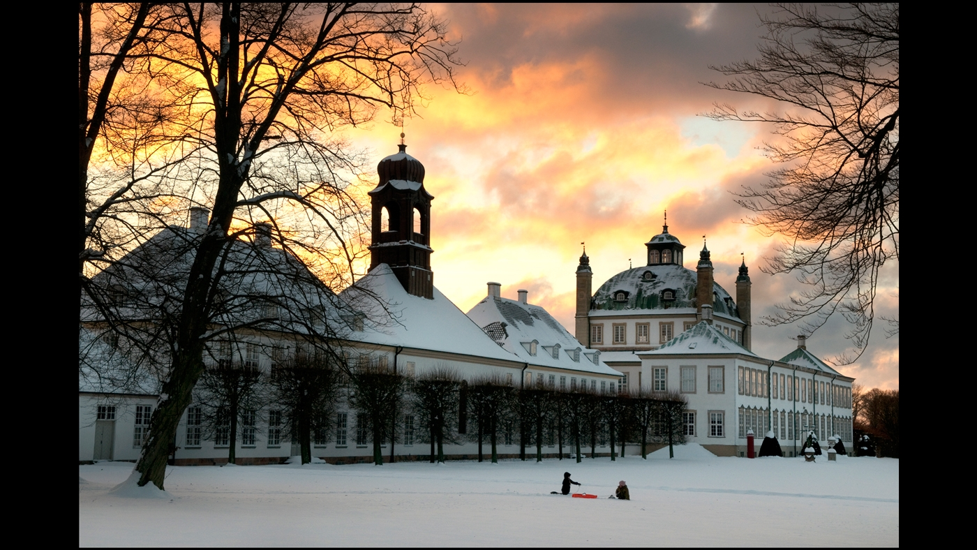 Winter-afternoon-at-Fredensborg-Castle-by-Peter-Dahlerup